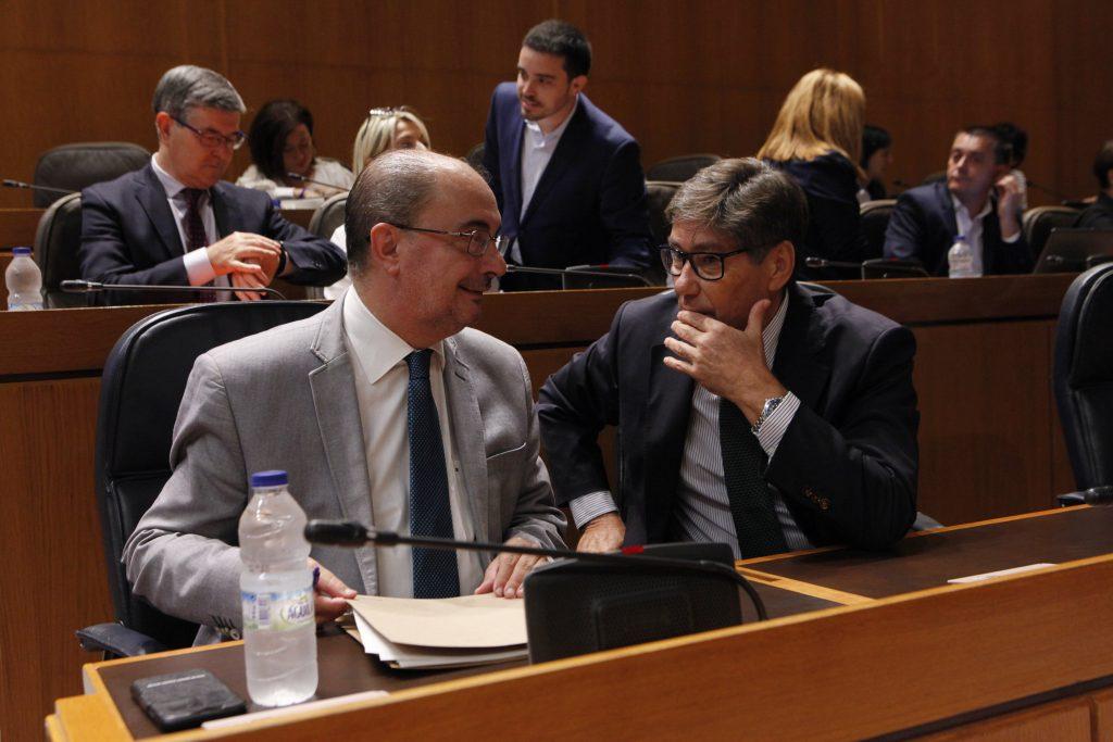 Javier Lambán y Arturo Aliaga, en el pleno de las Cortes